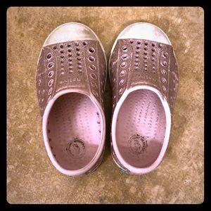 Native Jefferson pink bling shoe size c6